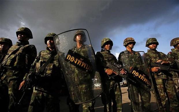 Udgangsforbud lempet af militæret i Thailand