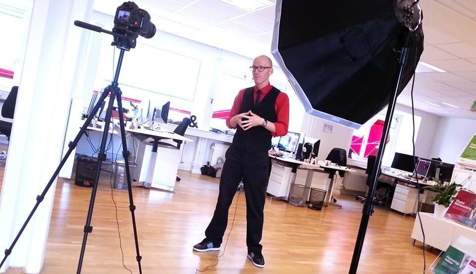 Thomas Bigum giver en videohilsen